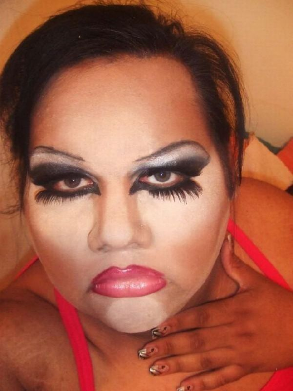 Horrifying Makeup Fails (15)