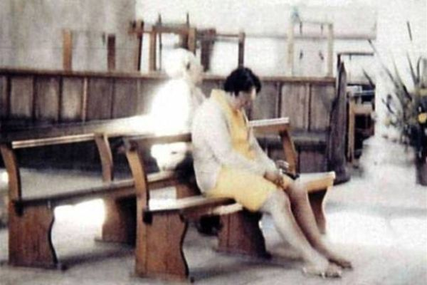 13 Scariest and Most Controversial Ghost Photos (4)