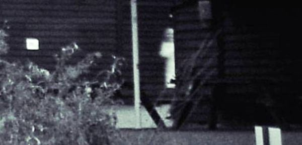 13 Scariest and Most Controversial Ghost Photos (8)