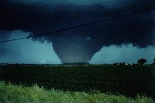 23 Photos Of Devastating Tornadoes (1)