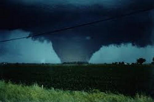 23 Photos Of Devastating Tornadoes (1)