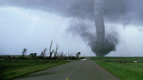 23 Photos Of Devastating Tornadoes (13)