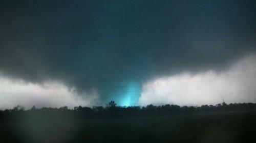 23 Photos Of Devastating Tornadoes (21)