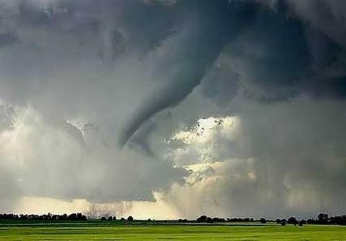 23 Photos Of Devastating Tornadoes (22)