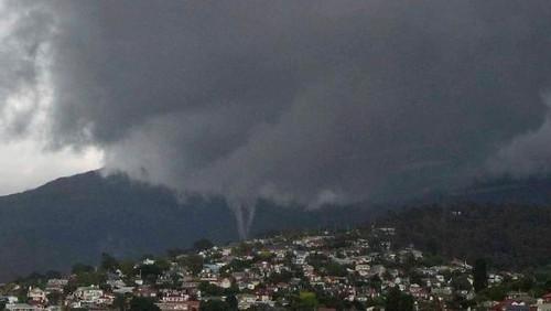 23 Photos Of Devastating Tornadoes (3)