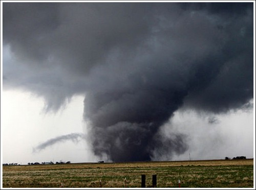 23 Photos Of Devastating Tornadoes (6)