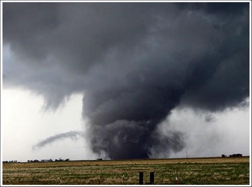 23 Photos Of Devastating Tornadoes (6)