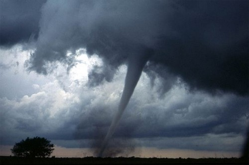23 Photos Of Devastating Tornadoes (7)