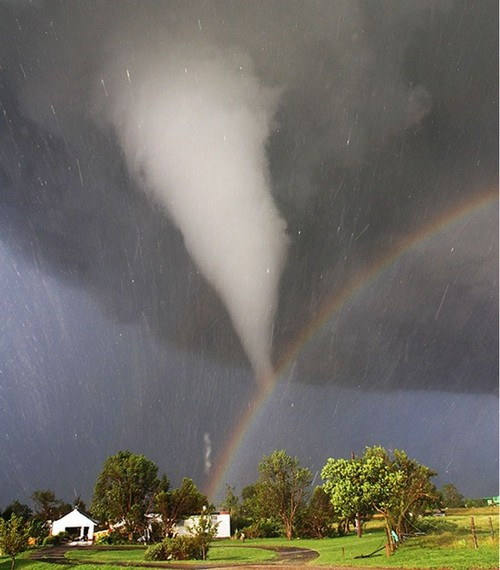 23 Photos Of Devastating Tornadoes (8)