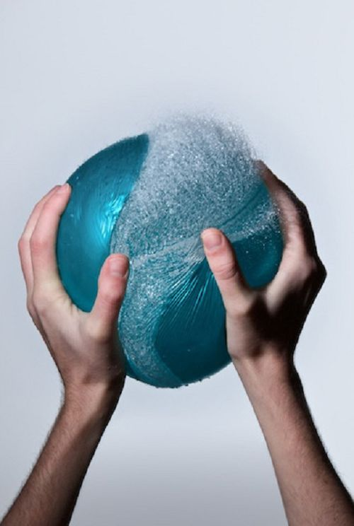 23 Stunning Water Balloon Stop Motion Photos (16)