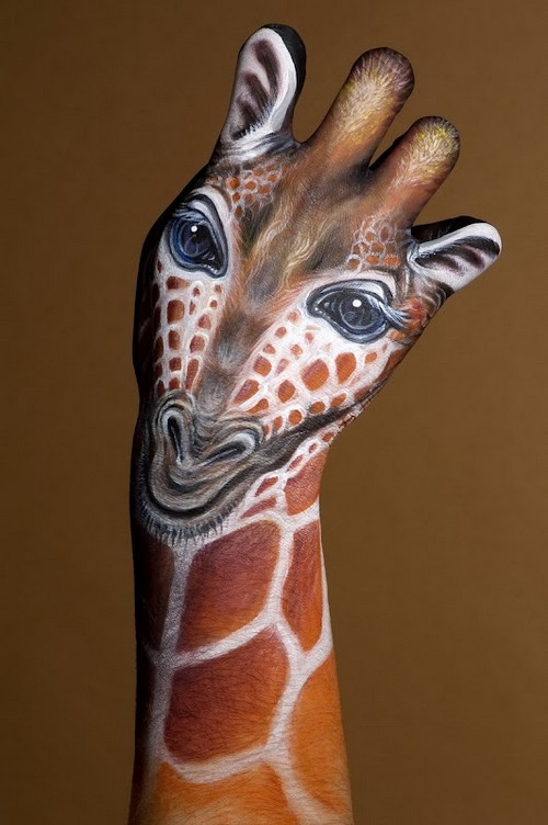 25 Photos of Epic Animal Hand Art (15)