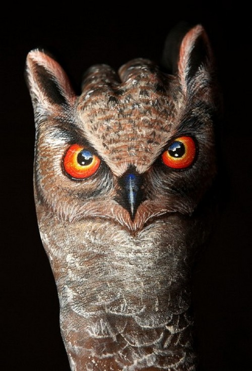 25 Photos of Epic Animal Hand Art (19)