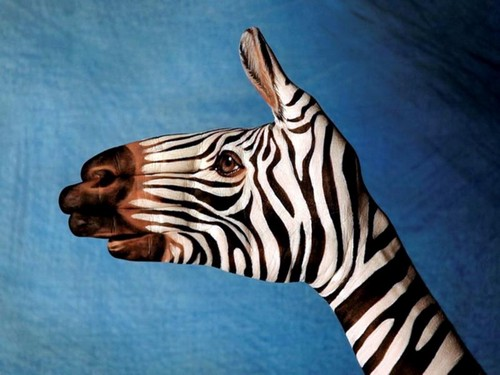 25 Photos of Epic Animal Hand Art (20)