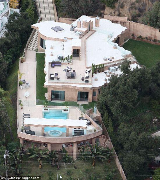 Rihanna's Mansion in Los Angeles